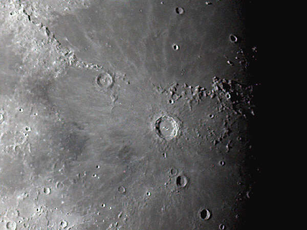 Close_up_of_the_Moon_and_the_crater_Copernicus.jpg